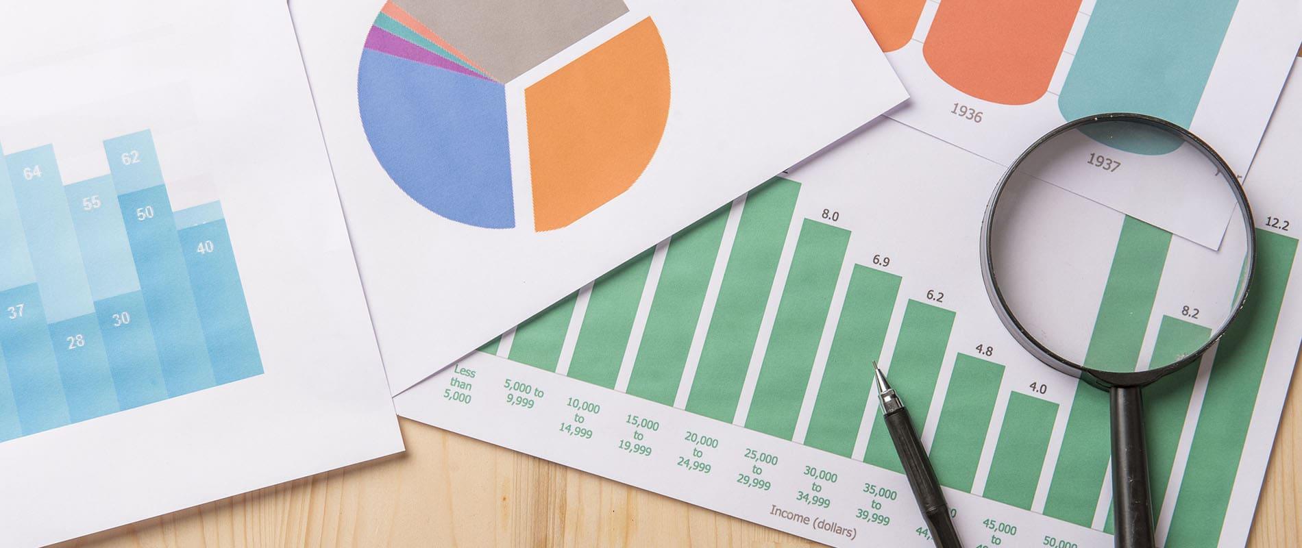 Fotografía genérica documentos con datos económicos