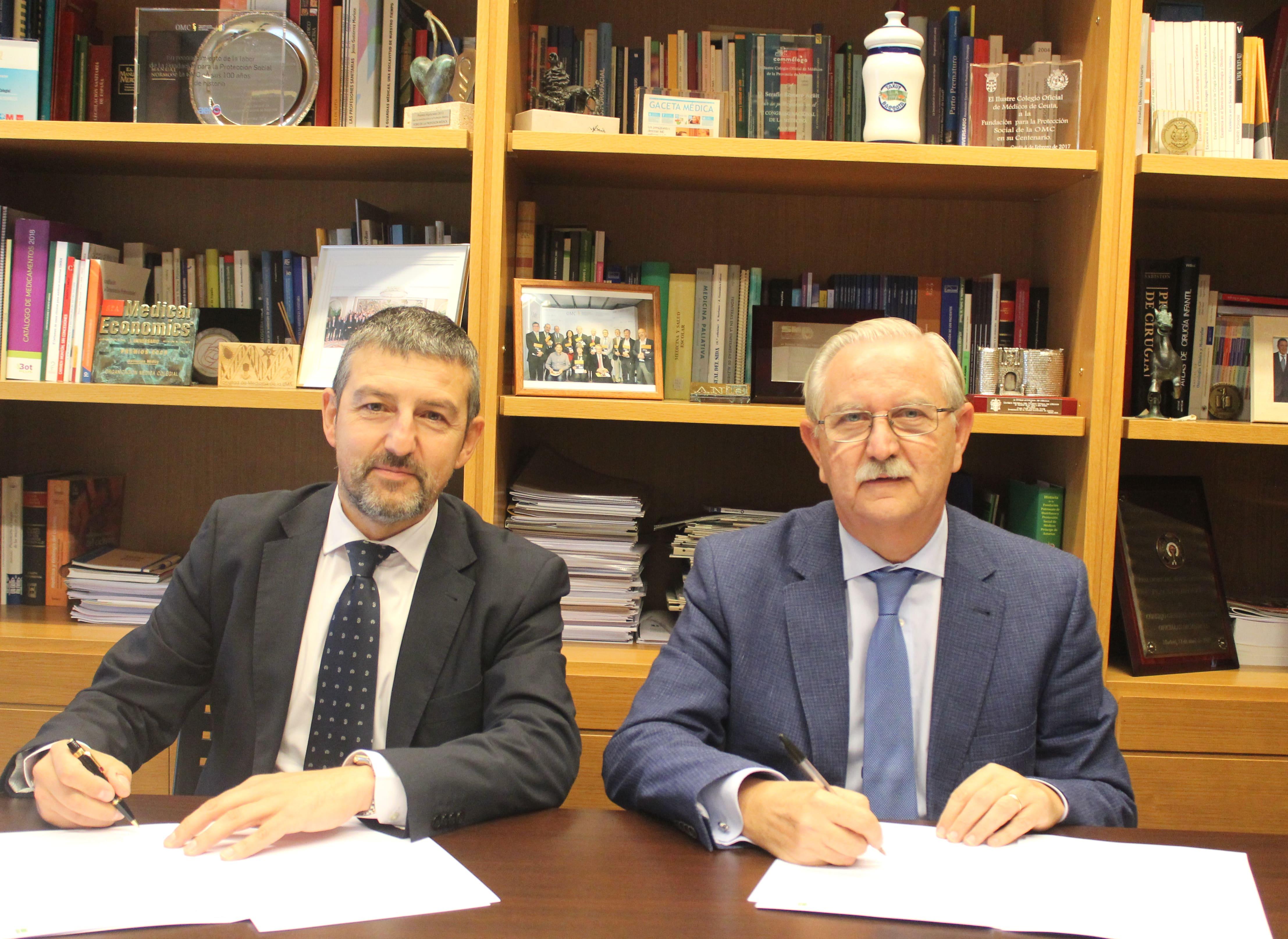 Presidente FEP y Presidente CGCOM firmando